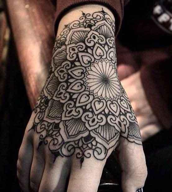Mandala dövmeler vücudun her yerine yaptırılabiliyor
