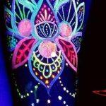 Dövmede Son Trend: Ultra Viyole Işıkta Parlayan Morötesi Dövmeler