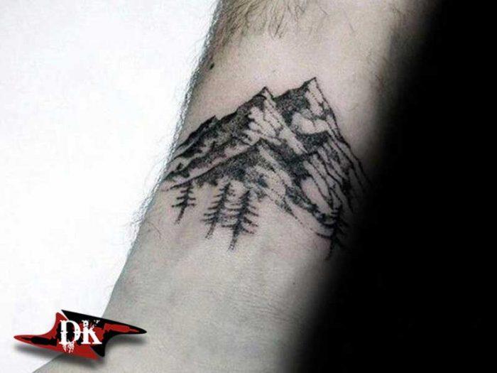Bilekte Dağ ve Ağaç Dövmesi